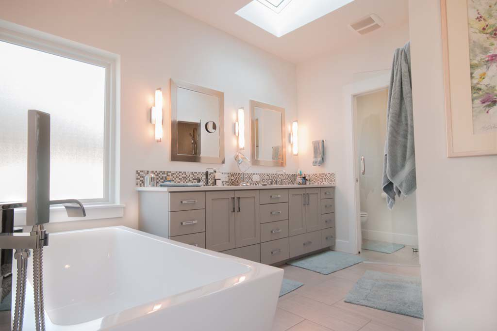 20 DecBoise Home Builders: Tips For Designing Your Master Bathroom